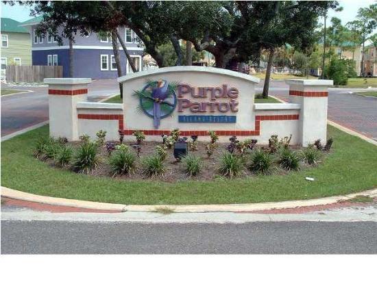 Purple Parrot Village Resort: Frant Entry