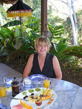 Mai Tai Resort: Note the neat breakfast, and my gorgeous partner!