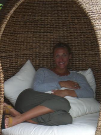 InterContinental Bora Bora Resort & Thalasso Spa: Cool Coconuts to sit in :)