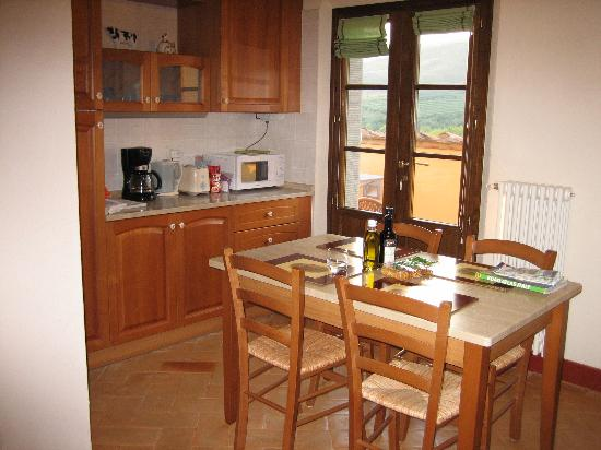 Casa Portagioia: Kitchen and balcony