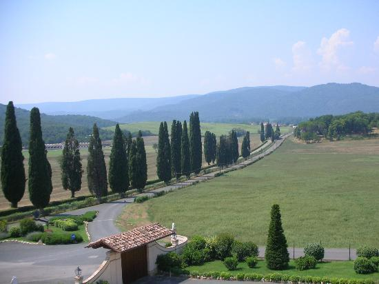 Bagnaia, Italia: The drive up to the hotel