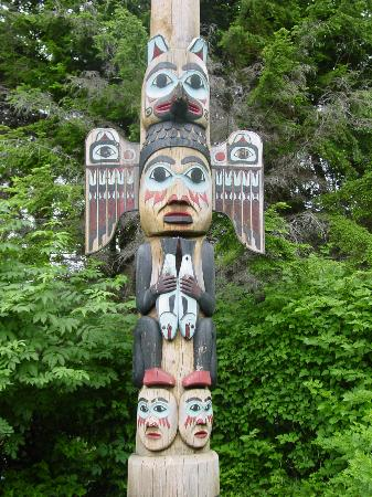 Chinook Shores Lodge: Totem at nearby park