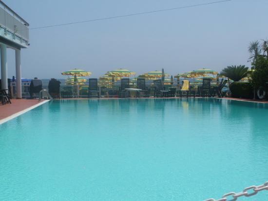 Diano Marina, Italy: 12-2.00 at the pool