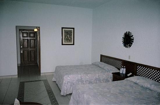 Hotel Mision Santa Maria: OUR ROOM
