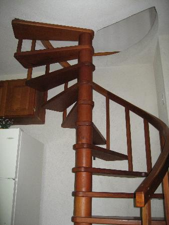 Xanadu Island Resort: Loft stairs