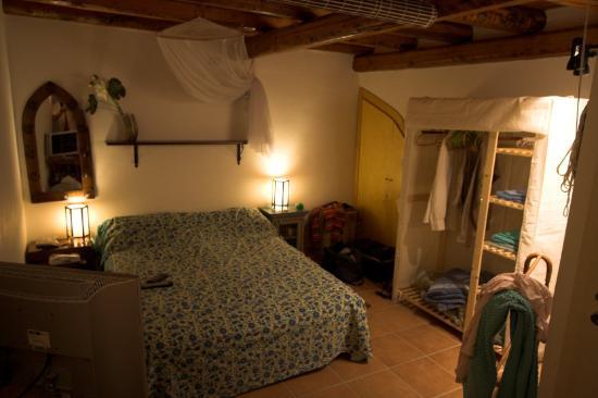 Chez Jasmine: First Floor Bedroom