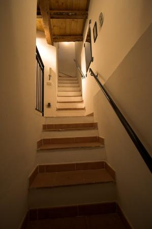 Chez Jasmine: Stairs from Main Entry