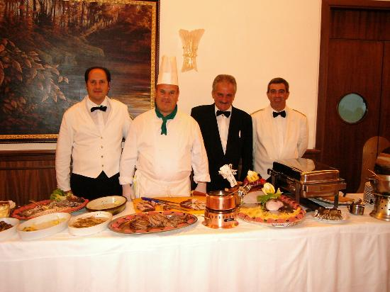 Hotel Iaccarino: The staff and weekly buffet