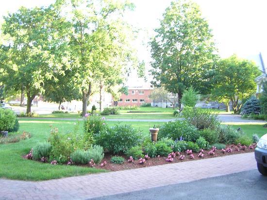 Merrill Inn: front gardens