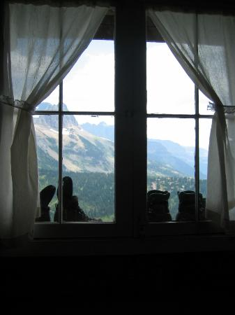 Granite Park Chalet: Hiking boots in the window; view from room 8.