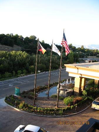 Chumash Casino Resort Hotel: View of the Front Driveway