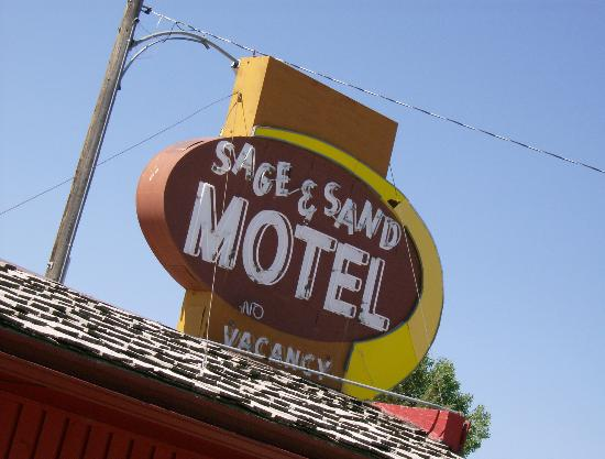 Sage and Sand Motel: cool sign