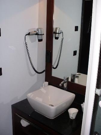 Hotel Concorde: Bathroom