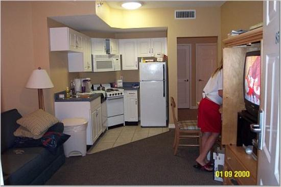 Wyndham Vacation Resorts Majestic Sun: Living, Dining, Mini Kitchen
