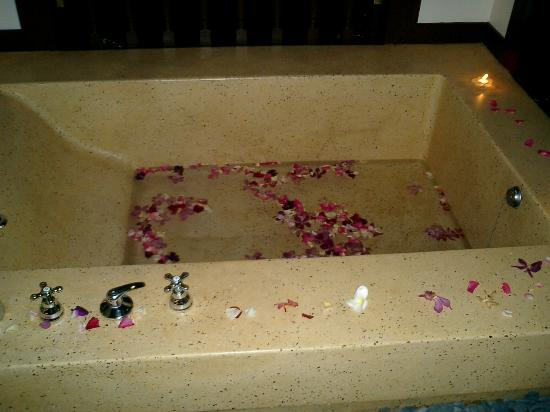 Pangkor Laut Resort: Huge Bath