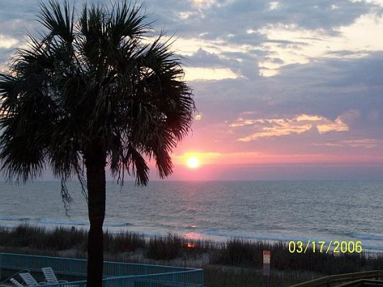 Summer Wind Inn & Suites: Beautiful Myrtle Beach Sunrise from the Summer Wind!!