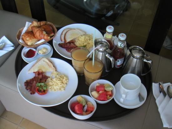 FCC Angkor: Breakfast