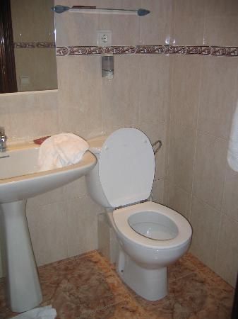 Hostal Orleans: our bathroom