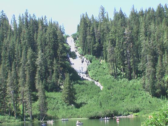 Tamarack Lodge and Resort: Falls on Twin Lakes - view from Tamarack Lodge