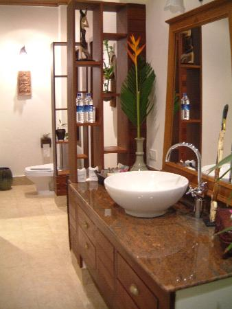 Rocky's Boutique Resort: Stunning bathroom