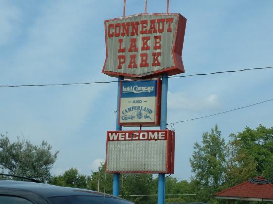 Conneaut Lake Park: The sign above the parking lot