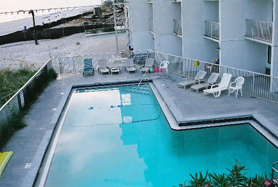 Ambassador -  A Family Resort on the Gulf: Nasty pool