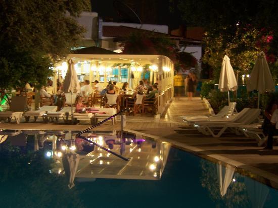 Lydia Maris Resort & Spa: More at night