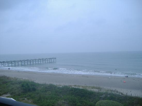 Windjammer Inn: The view from our balcony, on a rainy day!