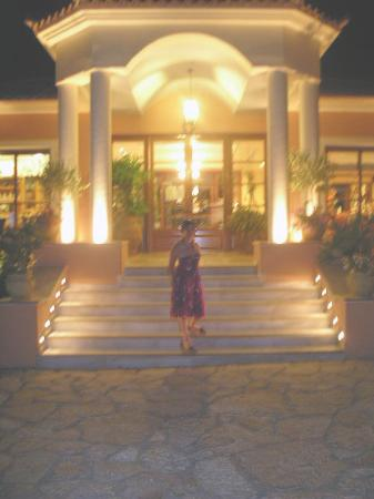 9 Muses Hotel Skala Beach: Front of Nine Muses Hotel