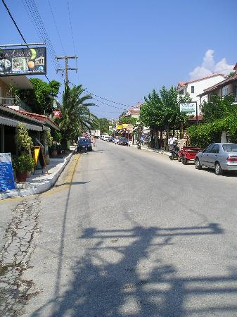 9 Muses Hotel Skala Beach: Skala town-it gets a lot busier at night