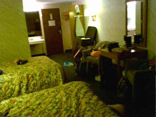 Quality Inn: Room with 2 double beds