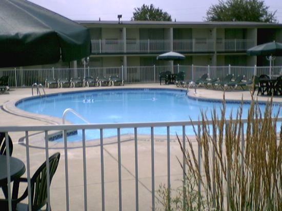 Days Inn by Wyndham Carlisle PA: Outdoor Pool