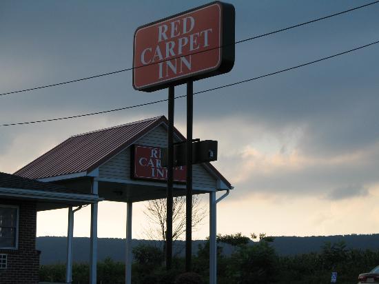 Red Carpet Inn Wind Gap : outside