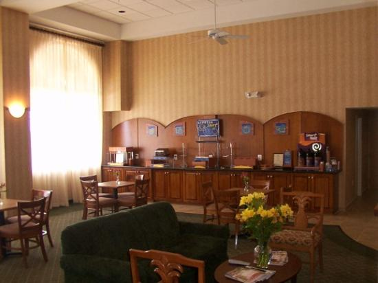 Holiday Inn Express Hotel & Suites Warrenton Image