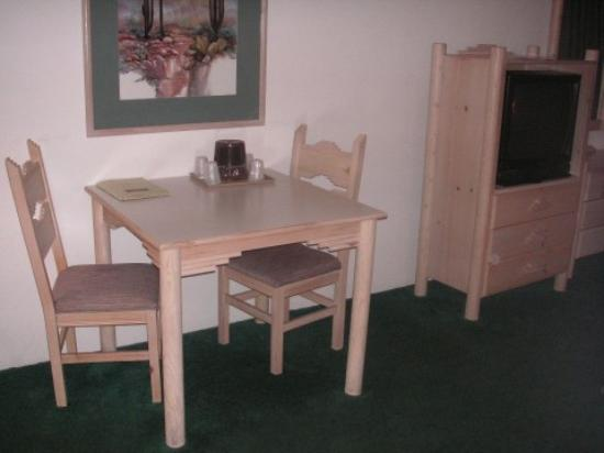 Los Viajeros Inn: Room