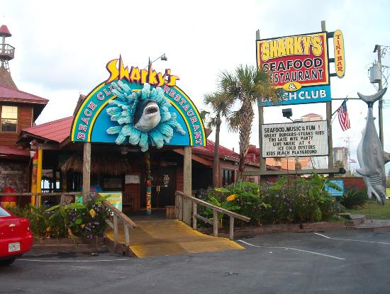 Flamingo Motel: Sharky's, neat place to eat