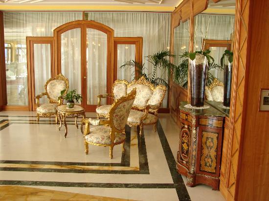Tui Sensimar Grand Hotel Nastro Azzurro : Beautiful Old Chairs