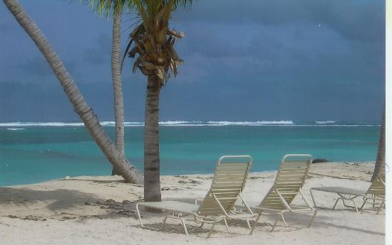 Nisbet Plantation Beach Club : stormy day