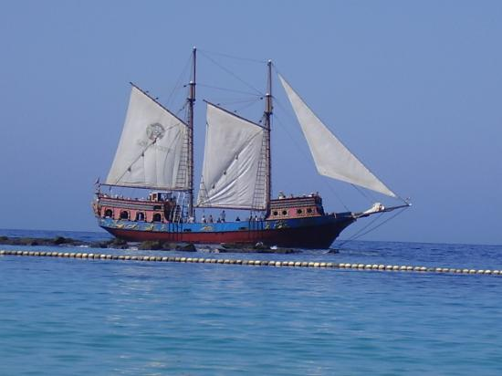 Blue Star Apartments: Timanfaya (The Pirate Ship)