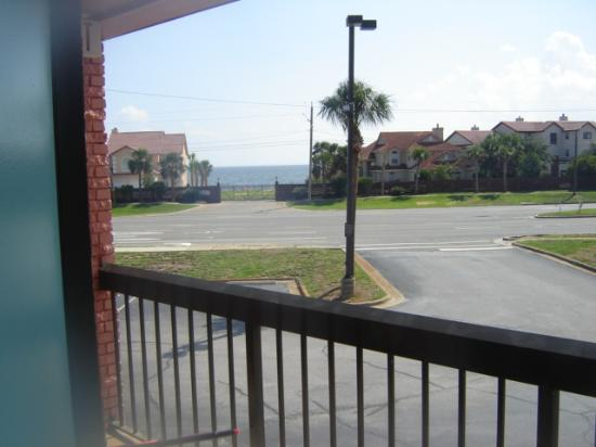 Quality Inn and Suites: the view from the front of the hotel