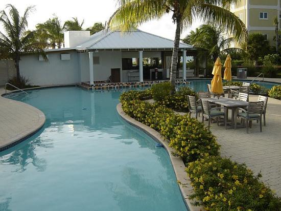 Alexandra Resort: View of the swim-up bar