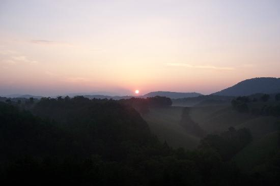 Berry Springs Lodge: Sunrise from our private balcony
