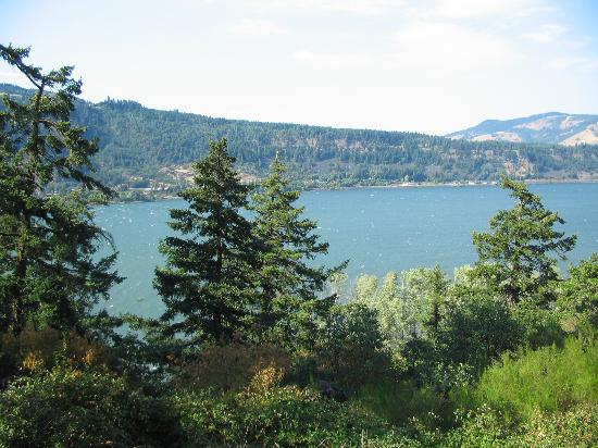 Westcliff Lodge: View of the Columbia River from the balcony