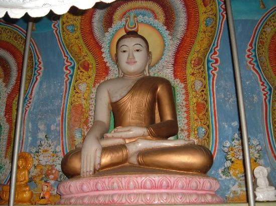 Negombo, Sri Lanka: Inside temple 1