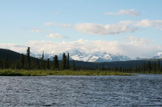 Denali Highway Cabins: Paxson Lake from float trip