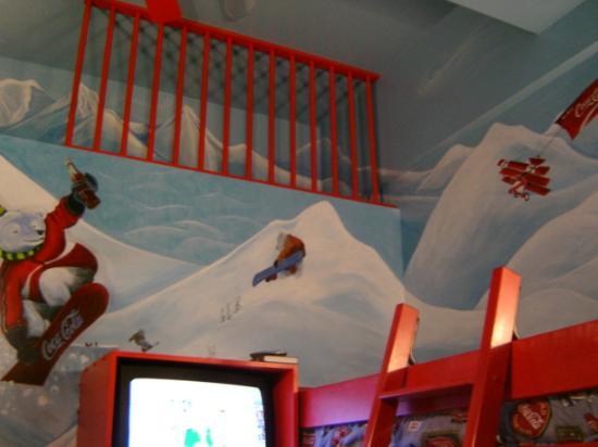Super 8 by Wyndham Castlegar BC: The Coca Cola Theme Room