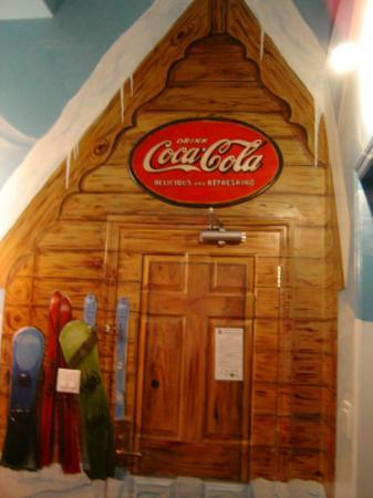 Super 8 by Wyndham Castlegar BC: Coca Cola Theme Room