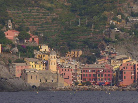 Trattoria Gianni Franzi: Vernazza from our boat ride to Monterosso