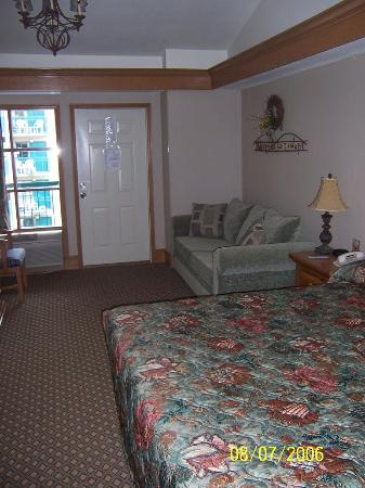 Willow Brook Lodge: bedroom with king & pullout