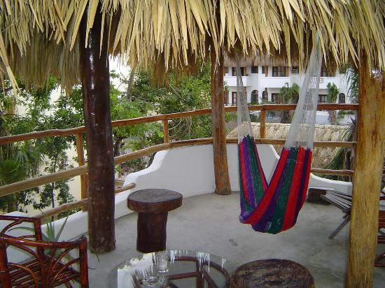Luna Blue Hotel: Treetop palapa or patio